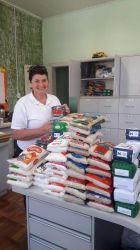 Foto: Acisfe / entrega de cerca de 250 Kg de alimentos ao CRAS de Feliz