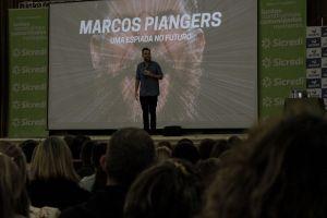 Palestra com Marcos Piangers reúne mais de mil pessoas